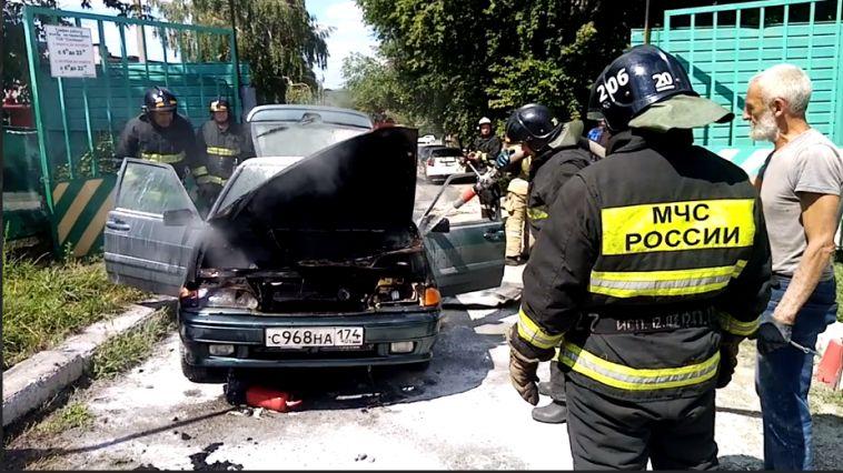 ВМагнитогорске автомобиль загорелся сразу после заправки