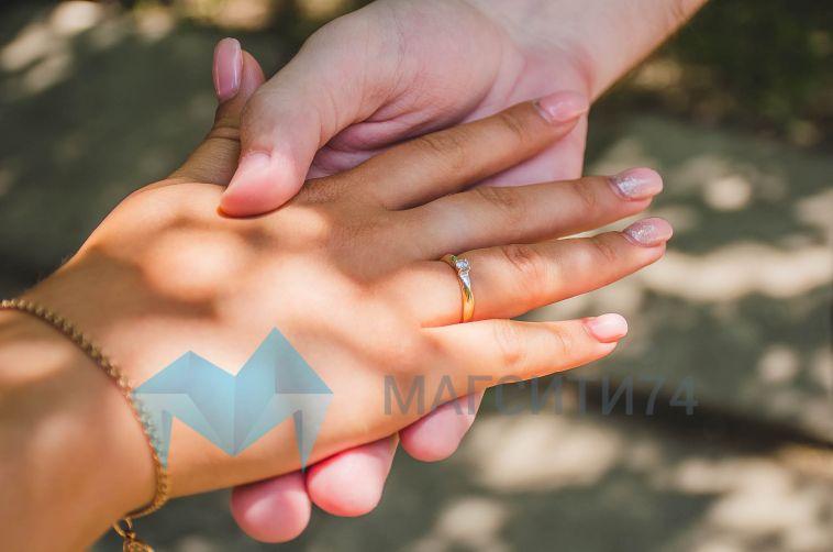 Взагсе назвали самый популярный месяц для заключения брака