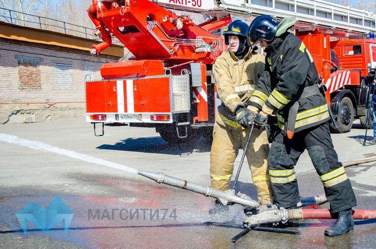 В Магнитогорске пожарные тушили офис