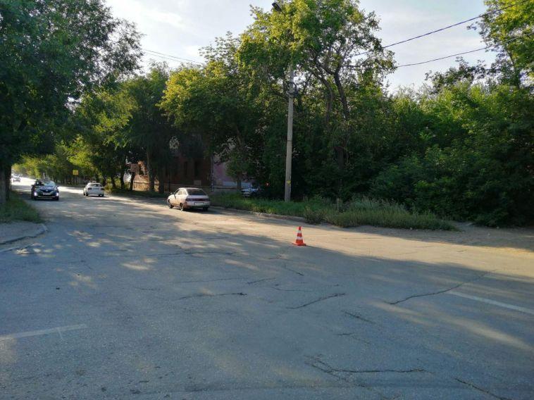 ВМагнитогорске пятилетний ребёнок на самокате попал под машину