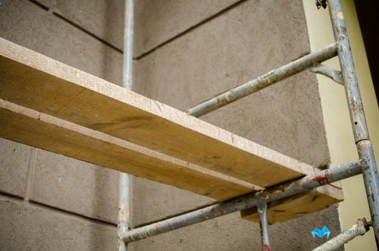 ВМагнитогорске водном изжилых домов рабочие разобрали крышу и пропали