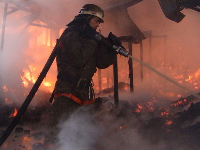 Под Челябинском в пожаре погибли два человека