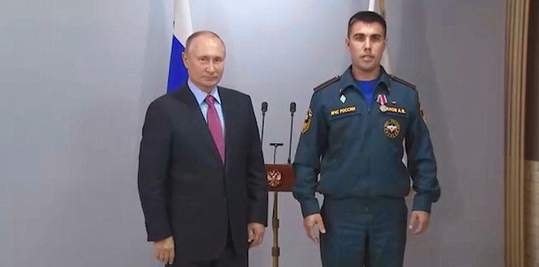 Владимир Путин вручил медали сотрудникам МЧС «За отвагу на пожаре»