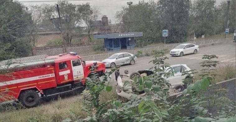 Стали известны подробности ДТП, вкотором автомобиль перевернулся накрышу