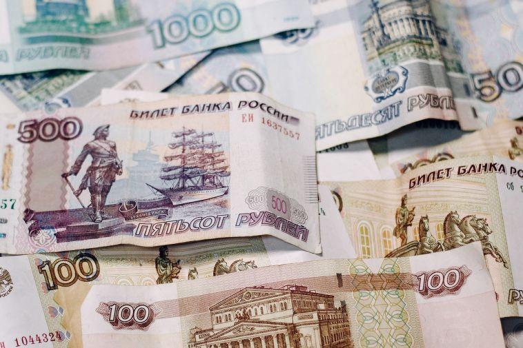 ВРоссии определили первых 500 счастливчиков, которые получат по сто тысяч рублей