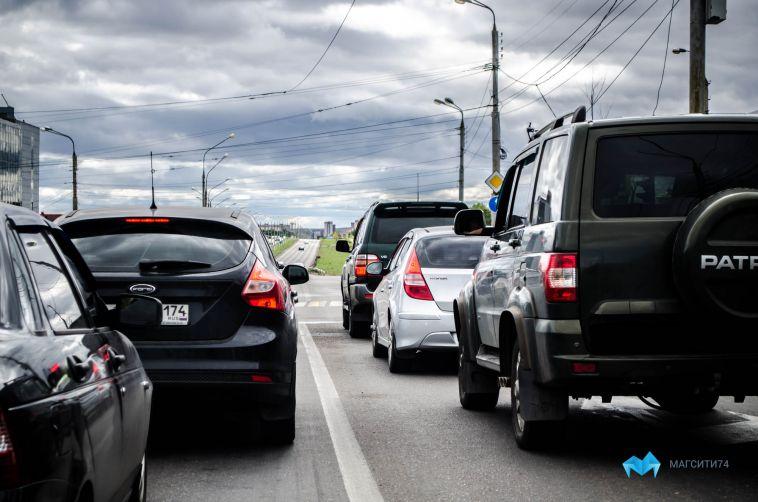 ВМагнитогорске запарковку нагазонах наказали более 160 автомобилистов