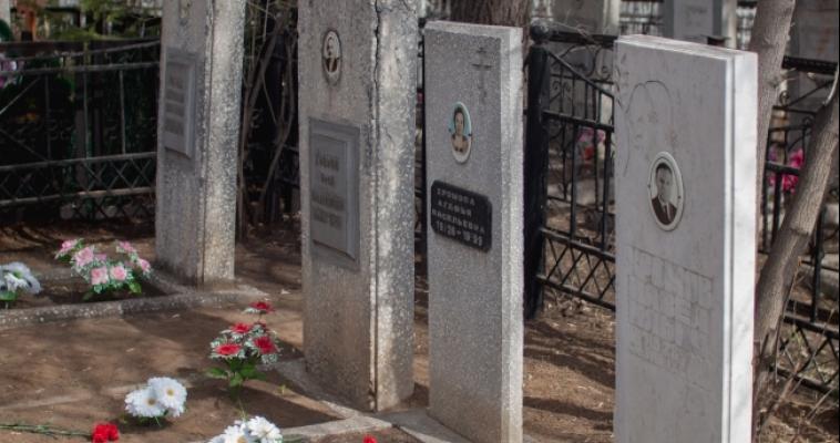 Количество заброшенных могил в городе равно двум Правобережным кладбищам