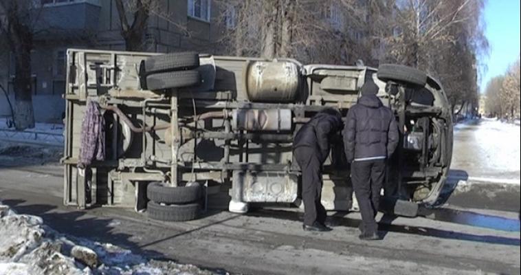 В результате ДТП ГАЗель перевернулась