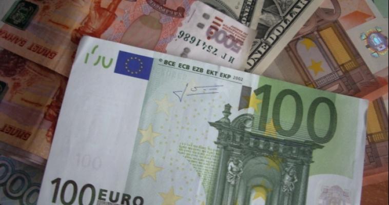 Треть специалистов хотят получать зарплату в валюте