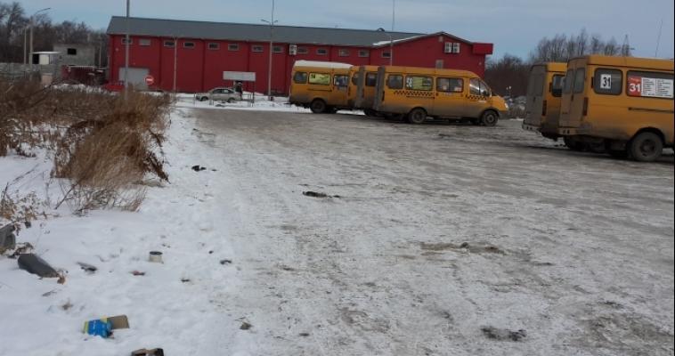 «Порядок не наводится!» Виталий Бахметьев недоволен уборкой мусора на конечных остановках
