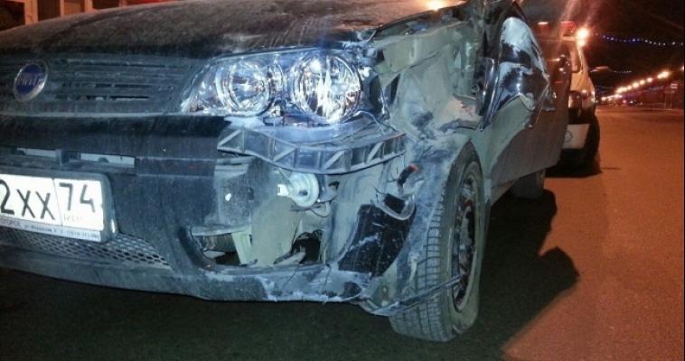 Пьяный водитель снес дорожный знак и ограждение, а после попытался скрыться