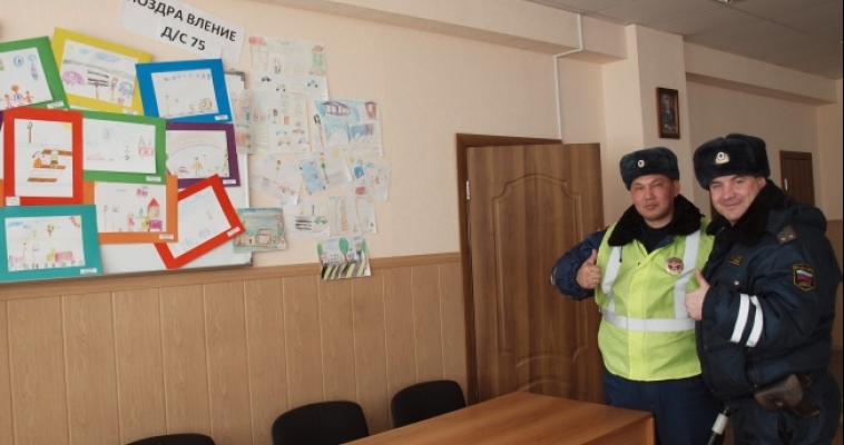 Ребята из детского сада поздравили сотрудников ГИБДД с Днем защитника Отечества
