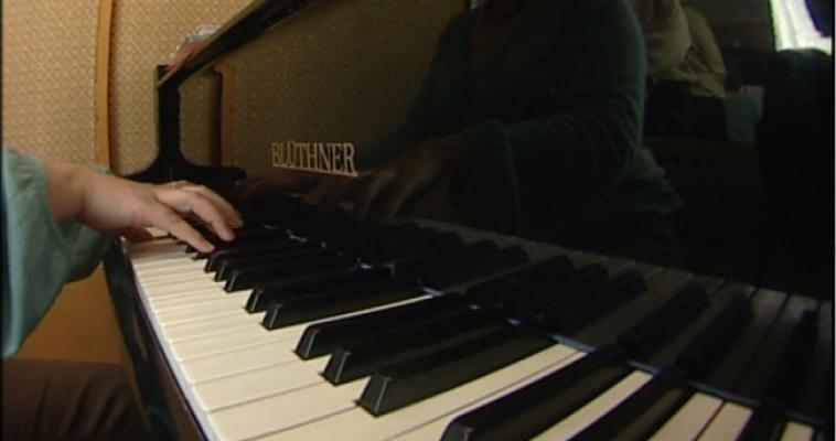 «Черно-белая фантазия». Магнитогорцы сыграют на фортепиано