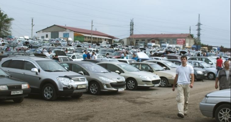 Производство автомобилей в России снизилось в среднем на 30 процентов