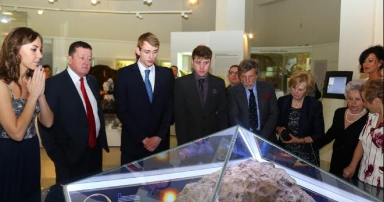 Англичане приехали на Южный Урал, чтобы отметить свадьбу рядом с челябинским метеоритом