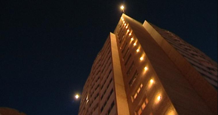 Мужчина, попытавшись второй раз покончить с собой, упал с девятиэтажки и остался жив
