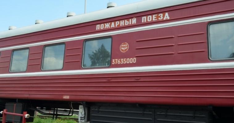 Железная дорога под защитой красного поезда