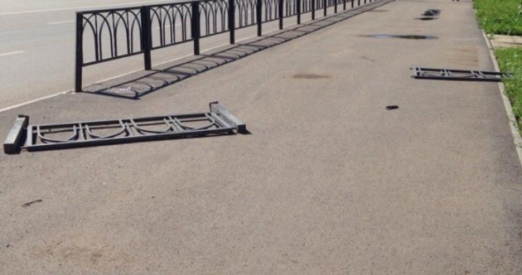 В Магнитогорске не спешат ремонтировать дорожные ограждения