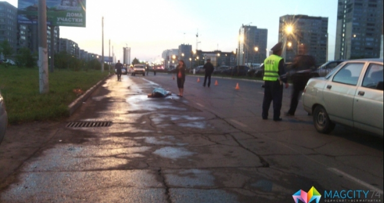 Автомобиль насмерть сбил девушку посреди дороги