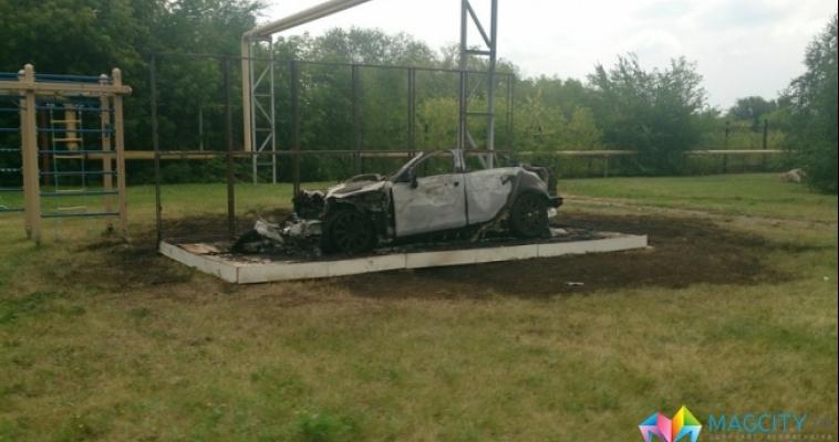 Сгорел дотла. Сегодня ночью в поселке Хуторки выгорел автомобиль марки «Ягуар»