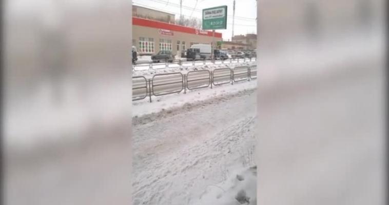 Покупатели магазина были эвакуированы из-за сообщения о бомбе