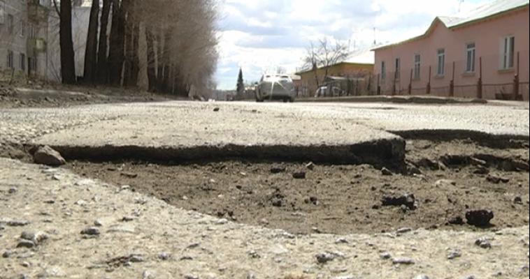 Прокуратура потребовала залатать дыры на дорогах Агаповки длиной 40 см