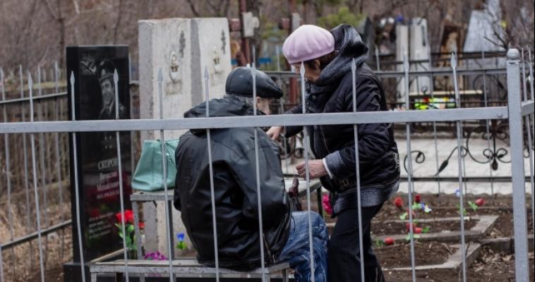В Радоницу трамваи и автобусы отвезут православных христиан на кладбища