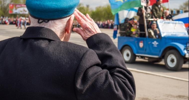 Парад и возложение цветов. Магнитка отметила День Победы