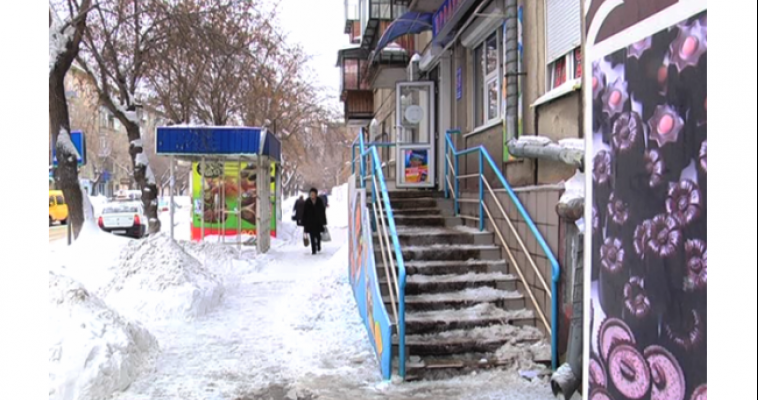 Управляющая компания выплатит компенсацию пострадавшему и штраф за лёд, упавший на голову