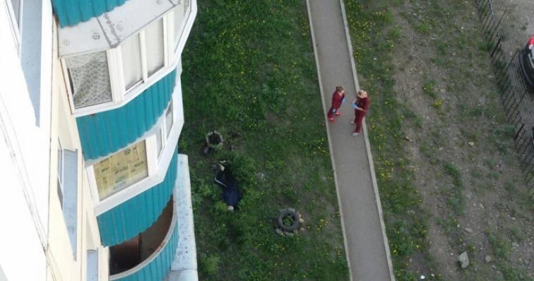 Очередной мужчина выбросился из окна