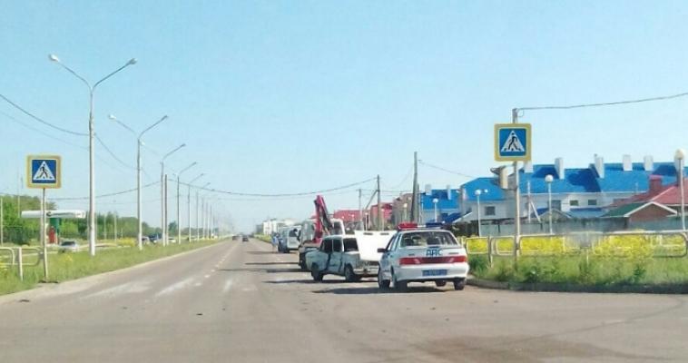 После столкновения с «маршруткой» водитель сбежал с места аварии, бросив машину