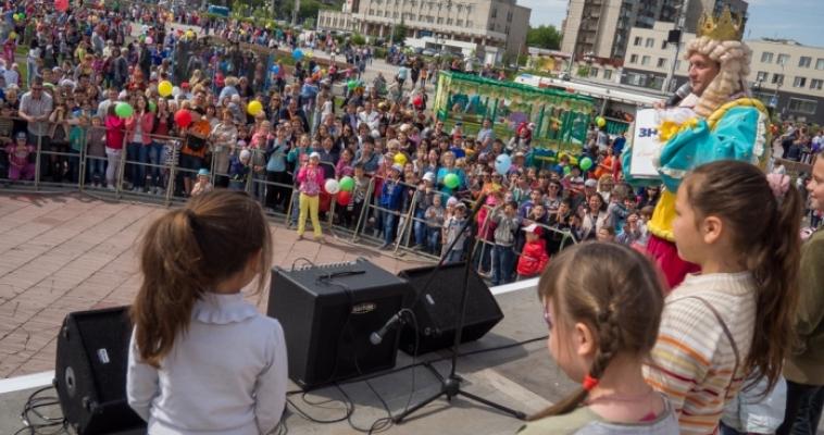 Площадь народных гуляний превратилась в страну Детства