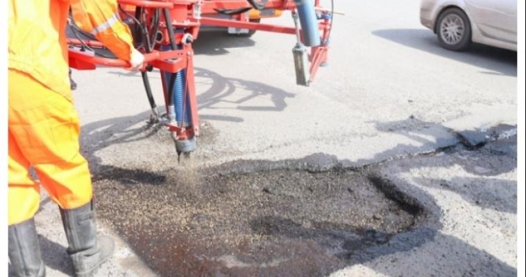 На этой неделе на городские дороги уложили около 3,3 тысяч квадратных метров асфальта