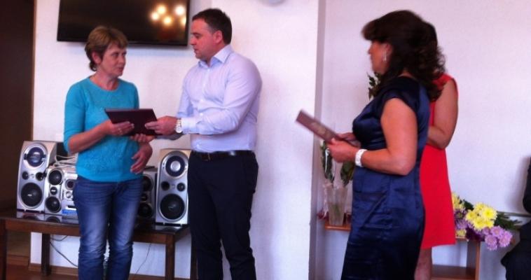 Социальных работников Магнитогорска поздравили и наградили благодарственными письмами