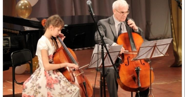Более 6 миллионов рублей потратил город на музыкальные инструменты для детей