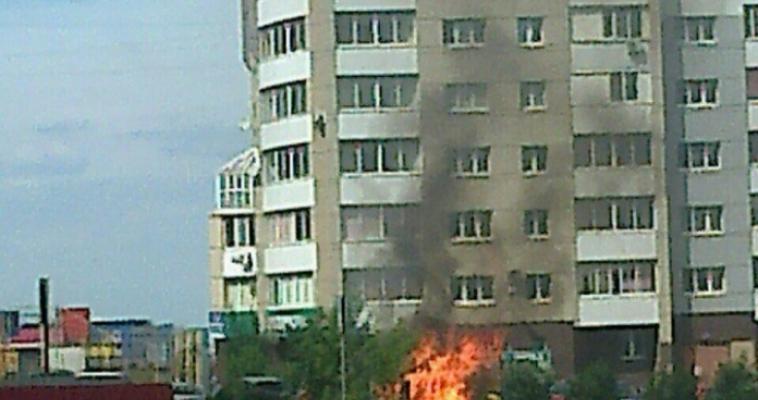 Огонь мог перейти на автомобили. На Ленина подожгли мусор