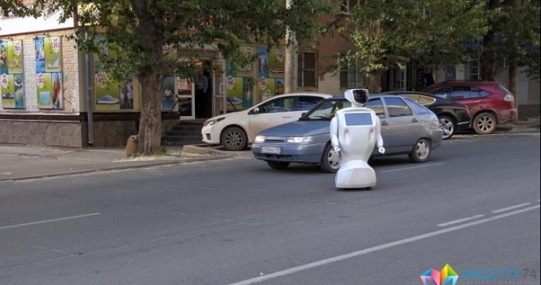 Робот сбежал прямо с испытательного полигона, но по дороге у него села батарейка