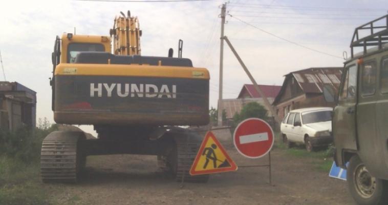 «21 век, а мы все с ведрами!» Два дома в поселке Дзержинского обделили водой, не включив в проект