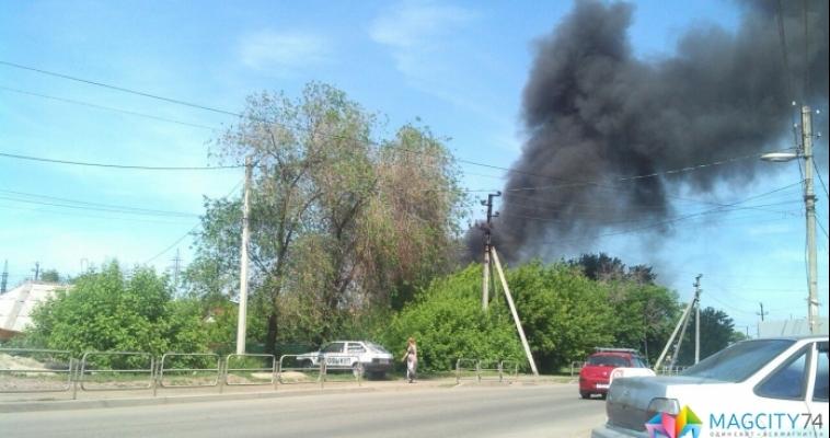 Густой черный дым напугал магнитогорцев: на левом берегу произошел пожар