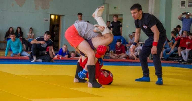 В Магнитогорске состоялись первые соревнования по панкратиону