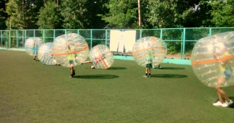 Падали и поднимались. Воспитанники школы-интерната «Семья» сразились в бампербол