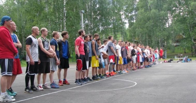 В Магнитогорске состоялись соревнования по уличному баскетболу