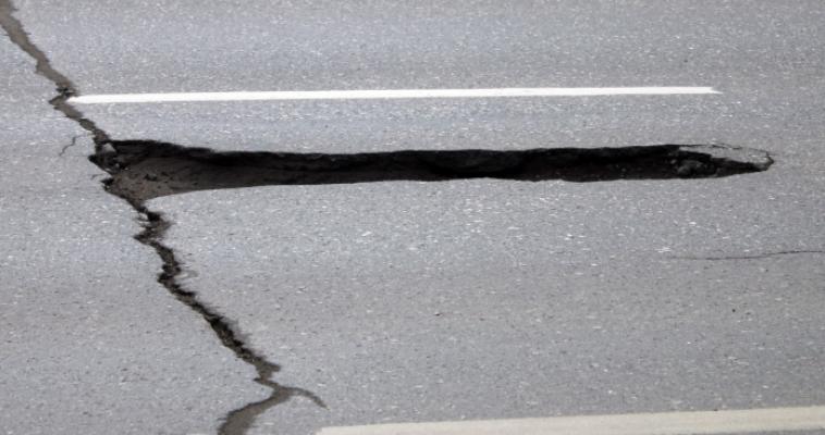 В Магнитогорске продолжается ямочный ремонт