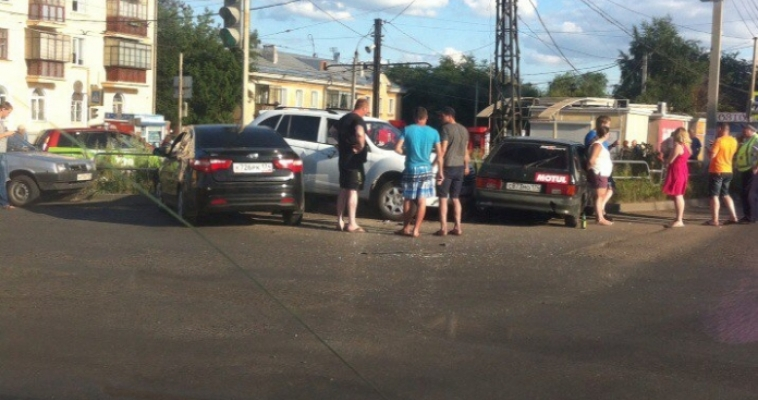На пересечении улиц Советской и Комсомольской произошло массовое ДТП