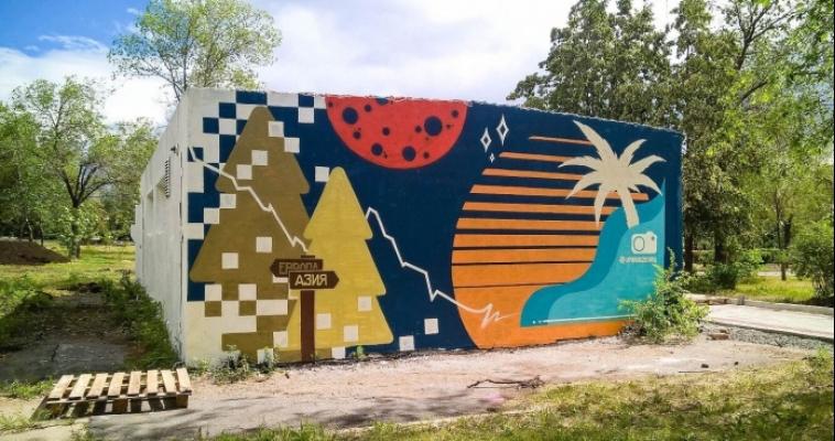 Художник из Сургута расписал будку в парке
