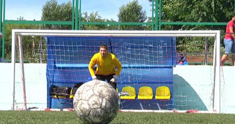 Магнитогорские футболисты-любители решили провести все летние выходные на поле