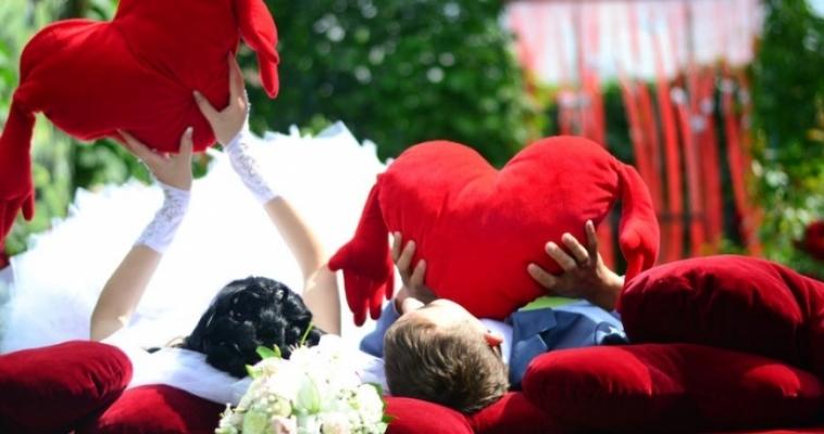 Лето – пора свадеб. Южноуральцы стали чаще жениться