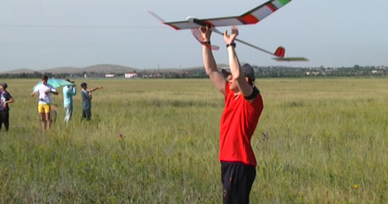 Влюбленные в небо. Магнитогорск принимает всероссийскую детскую олимпиаду по авиамоделированию