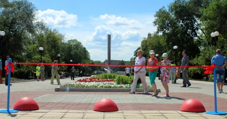 Красивый подарок. Сегодня состоялось открытие обновленного сквера имени 50-летия ММК