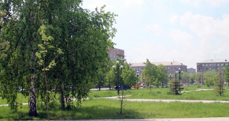 Демонтаж детских площадок и косьба травы. В городе продолжается санитарная уборка